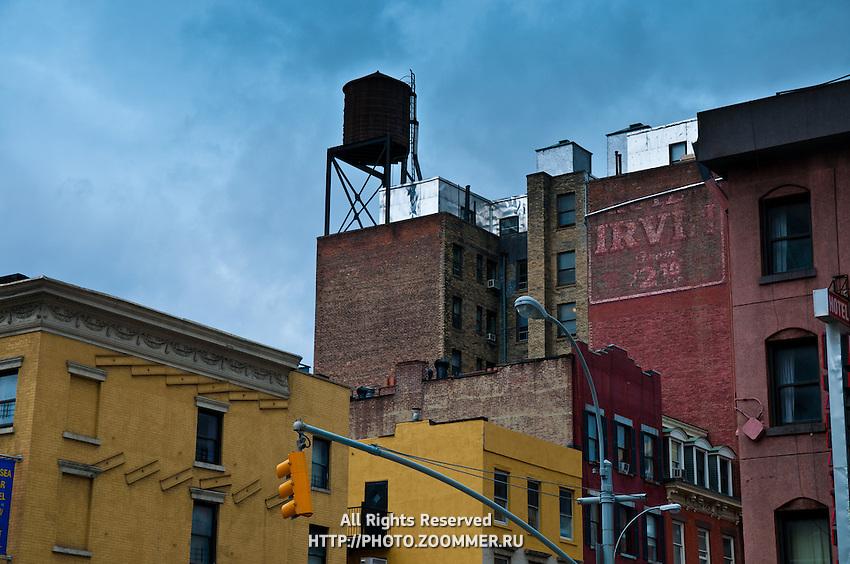 Old watretank on Manhattan old house roof
