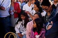 Roma 29 Maggio 2015<br /> I filippini della comunit&agrave; di Roma si sono ritrovati in piazza del Campidoglio per un raduno di preghiera, in ricordo di Corazon Abordo Perez, la filippina di 44 anni madre di due figli, uccisa due giorni fa da un&rsquo;auto con tre rom a bordo, al quartiere Boccea,  nel quale sono state ferite altre otto persone fra cui altri due filippini. Una delle figlie (C) di Corazon Abordo Perez.<br /> Roma, Italy. 28th May 2015<br /> The Filipino community in Rome gathered in Piazza del Campidoglio for a prayer meeting in memory of Corazon Abordo Perez, the 44 year old Filipino mother of two children , who was killed two days ago by a car with three Roma on board, Boccea district, where were injured eight others people , including two other Filipinos. One of the daughters (C) of Corazon Abordo Perez.