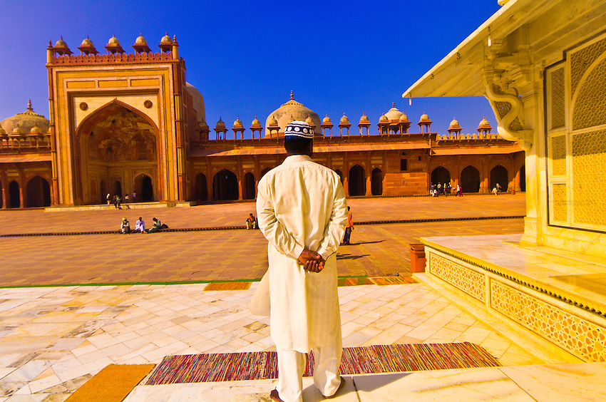 Tomb of Salim Chisti with The Jama Masjid Mosque in background, Fatehpur Sikri, Uttar Pradesh, India