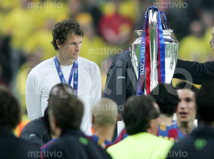 Fussball International Champions League Finale  Saison 2005/2006 FC Barcelona - Arsenal London               Jens LEHMANN (London) schaut bei der Siegerehrung enttaeuscht