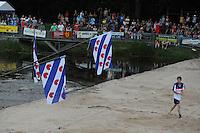 FIERLJEPPEN: BURGUM: 19-07-2014, Keningsljeppen Burgum, ©foto Martin de Jong