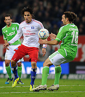 FUSSBALL   1. BUNDESLIGA   SAISON 2011/2012    10. SPIELTAG Hamburger SV - VfL Wolfsburg                                22.10.2011 Paolo GUERRERO (li, Hamburg) gegen Sotirios KYRGIAKOS (re, Wolfsburg)