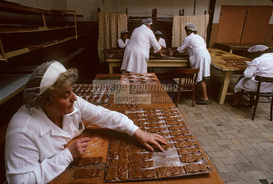 Europe/Pologne/Torun&nbsp;: Fabrication du pain d'&eacute;pice &agrave; l'usine &quot;Kopernik&quot;<br /> PHOTO D'ARCHIVES // ARCHIVAL IMAGES<br /> POLOGNE 1980