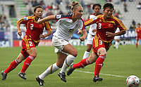Chile, Temuco: Usa midfielder Michelle Enyeart (C) goes for the ball along with Li Danyang (R) Chine´s team, during the final match on the group, Fifa U-20 Womens World Cup the at German Becker stadium in Temuco , on November 26 2008. Photo by Grosnia/ISIphotos.com