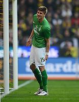 FUSSBALL   1. BUNDESLIGA   SAISON 2011/2012   26. SPIELTAG Borussia Dortmund - SV Werder Bremen               17.03.2012 Sebastian Proedl (SV Werder Bremen) fasst sich an den Oberschenkel und muss anschliessend behandelt werden und wird ausgewechselt.