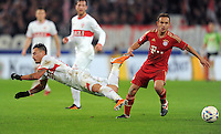 Fussball 1. Bundesliga:  Saison   2011/2012    16. Spieltag VfB Stuttgart - FC Bayern Muenchen  11.12.2011 Timo Gebhart (li, VfB Stuttgart) gegen Rafinha (FC Bayern Muenchen)