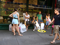 """New York University students and their parents wait for the """"C"""" bus outside Bed Bath and Beyond in New York after shopping to furnish their dorm rooms on Sunday, August 30, 2009. NYU provided buses and assistance to the students as they were sheparded back and forth from the store to the various dorms. (©Richard B. levine)"""