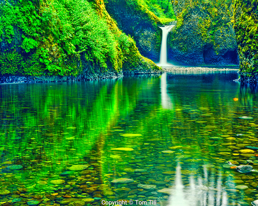 The Punchbowl Waterfalls, Eagle Creek, Mount Hood National Forest, Columbia River Gorge, Oregon