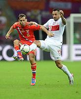 FUSSBALL  EUROPAMEISTERSCHAFT 2012   VORRUNDE Polen - Russland             12.06.2012 Aleksandr Kerzhakov (li, Russland) gegen Marcin Wasilewski (re, Polen)