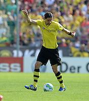 FUSSBALL       DFB POKAL 1. RUNDE        SAISON 2013/2014 SV Wilhelmshaven - Borussia Dortmund    03.08.2013 Neven Subotic (Borussia Dortmund) am Ball