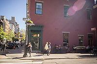 A branch of Stumptown Coffee Roasters in Greenwich Village in New York on Wednesday, October 7, 2015. Peet's Coffee & Tea has bought Stumptown Coffee Roasters for an undisclosed sum. Stumptown has a cult-like following and the two brands are expected to operate independently. (© Richard B. Levine)
