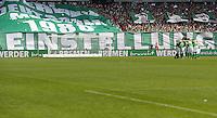 FUSSBALL   1. BUNDESLIGA   SAISON 2012/2013    32. SPIELTAG SV Werder Bremen - TSG 1899 Hoffenheim             04.05.2013 Spielerkreis vom SV Werder Bremen vor einem Banner mit der Aufschrift EINSTELLUNG