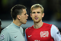 FUSSBALL   CHAMPIONS LEAGUE   SAISON 2011/2012  Borussia Dortmund - Arsenal London        13.09.2001 Torwart Wojciech SZCZESNY (li, Arsenal) und Per MERTWSACKER (re, Arsenal)