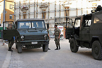 I militari presidiano ancora la città del L'Aquila..The soldiers still patrol the city of L'Aquila..