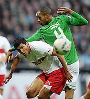 FUSSBALL   1. BUNDESLIGA   SAISON 2011/2012    14. SPIELTAG SV Werder Bremen - VfB Stuttgart       27.11.2011 MAZA (li, Stuttgart) gegen NALDO (re, Bremen)