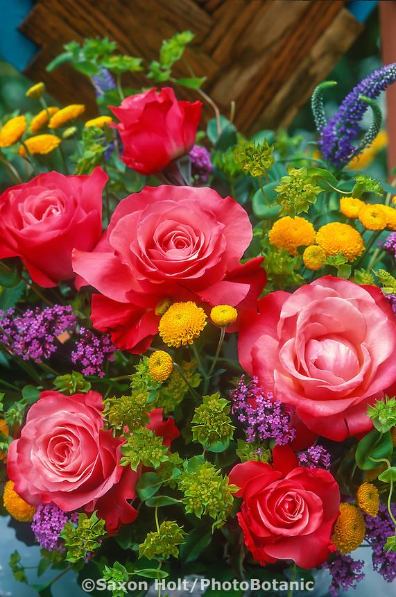 Bouquet flower arrangement of hybrid tea rose ' Maggy Barry'