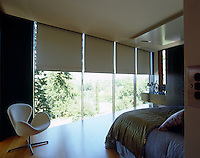 Mechanical blinds hidden in the ceiling descend automatically protecting the bedroom from strong sunlight