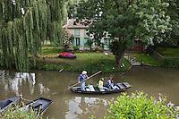 Europe/France/Poitou-Charentes/79/Deux-Sèvres/Arçais: Promenade en barque sur le marais poitevin et maison maraîchine AUTO N°2010-109 et AUTO N°2010-110