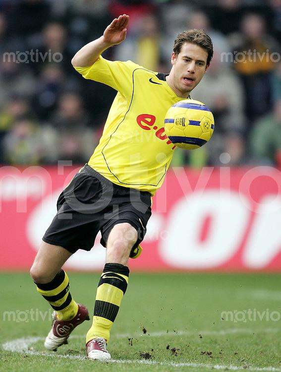 Fussball  1. Bundesliga Saison 2004/2005    Lars RICKEN, Einzelaktion am Ball Borussia Dortmund
