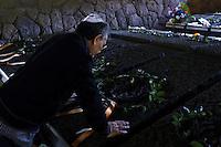 Roma, 24 Marzo 2013..Commemorazione per il 69° anniversario dell'eccidio delle Fosse Ardeatine,compiuto a Roma dalle truppe di occupazione della Germania nazista il 24 marzo 1944, furono uccisi, 335 civili e militari italiani. Una persona di religione ebraica rende omaggio ad un parente