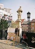 Altstadt von Bratislava mit Kuenstlerin/Oldtown of Bratislava with a artist
