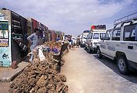 Tunisia, area di Tozeur, escursioni organizzate verso il deserto in auto 4X4.<br /> Tunisia, area of Tozeur, organized excursions to the desert in 4X4 cars.
