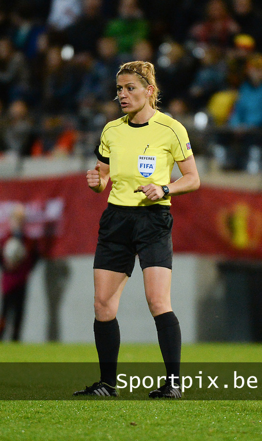 20160412 - LEUVEN ,  BELGIUM : referee Melis Ozcigdem  pictured during the female soccer game between the Belgian Red Flames and Estonia , the fifth game in the qualification for the European Championship in The Netherlands 2017  , Tuesday 12 th April 2016 at Stadion Den Dreef  in Leuven , Belgium. PHOTO SPORTPIX.BE / DIRK VUYLSTEKE