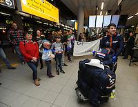 SCHAATSEN: Kai Verbij Schiphol 280217<br /> Supporters en vertegenwoordigers van IJsclub en Kai zijn moeder met de broertjes en zusje verwelkomden de Wereldkampioen Sprint op Schiphol, &copy;foto Martin de Jong
