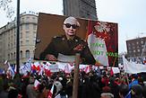 Jaroslaw Kaczynski auf einem Plakat in einer Fotomontage, wie Jaroslaw Jaruzelski w&auml;hrend der Ausrufung des Kriegszustandes (letzter Staatsratsvorsitzender im kommunistischen Polen).<br />Demonstration gegen das neue Mediengesetz und die polnische Regierung vor dem Polnischen Fernsehen TVP. <br /><br />An anti-government demonstrationby the &quot;Committee for the Defense of Democracy&quot; (KOD) for free media in front of the Polish public Television (TVP) headquarter in Warsaw.