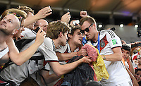 FUSSBALL WM 2014                       FINALE   Deutschland - Argentinien     13.07.2014 DEUTSCHLAND FEIERT DEN WM TITEL: Kevin Grosskreutz feiert nach dem WM Sieg in der Fankurve