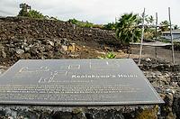Signage and a platform at Kealakowa'a Heiau in Kailua-Kona, Big Island.