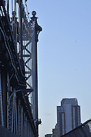 Manhattan Bridge, suspension bridge that crosses the East River connecting Lower Manhattan  with Brooklyn, New York City, New York, USA, designed by  Leon Moisseiff