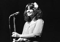 Linda Ronstadt performing in 1974. Credit: Ian Dickson/MediaPunch