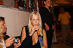 Miss Nederland 2003 reis Turkije, Elise Boulonge aan de waterpijp