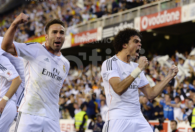 FUSSBALL  INTERNATIONAL Copa del Rey FINALE  2013/2014    FC Barcelona - Real Madrid            16.04.2014 JUBEL Real Madrid; Daniel Carvajal (li) und Pepe