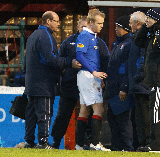 Steven Naismith fills in Walter Smith as he limps off injured