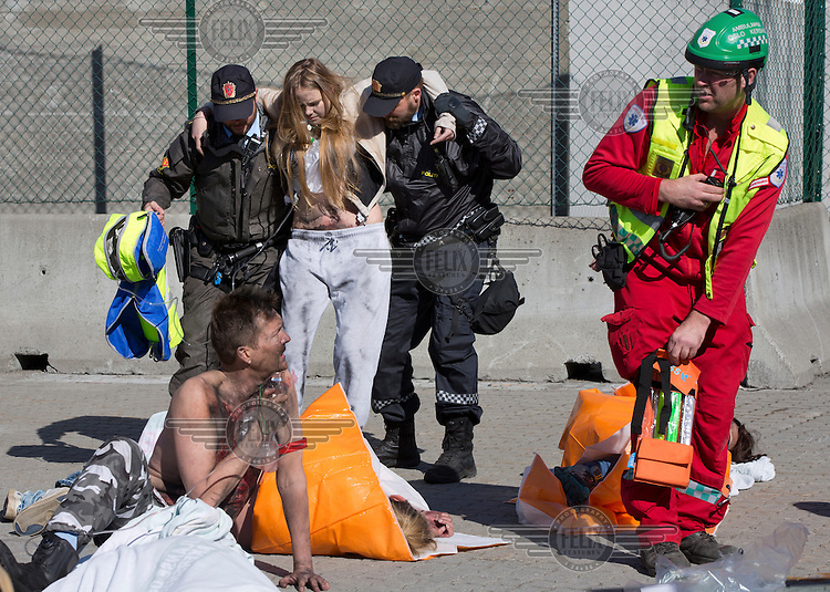 Police and paramedic help &quot;victims&quot;. HarbourEx15, a field training exercise with scenarios connected to operations in the harbor April 27th &ndash; 29th 2015.<br /> <br /> The scenario of the exercise is a major accident on Sydhavna /Sjursj&oslash;ya area of Oslo, and will involve rescue and emergency response agencies from tactical to strategic level. (photo: Fredrik Naumann/Felix Features)