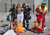 Police and paramedic help &quot;victims&quot;. HarbourEx15, a field training exercise with scenarios connected to operations in the harbor April 27th &ndash; 29th 2015.<br />