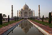 The 17th century Mughal-built Taj Mahal mausoleum in Agra, Uttar Pradesh in India. Photo: Sanjit Das/Panos pour Le Point