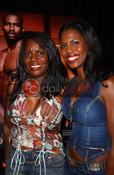 Omarosa Manigault-Stallworth and her mother<br />at the 3rd Annual Work Hard, Play Harder Lounge benefitting Women For The World. W Hotel, Westwood, CA. 06-25-06<br />Dave Edwards/DailyCeleb.com 818-249-4998