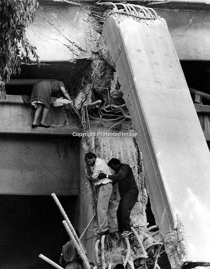 1989 Loma Prieta Earthquake, Oakland, California.<br />