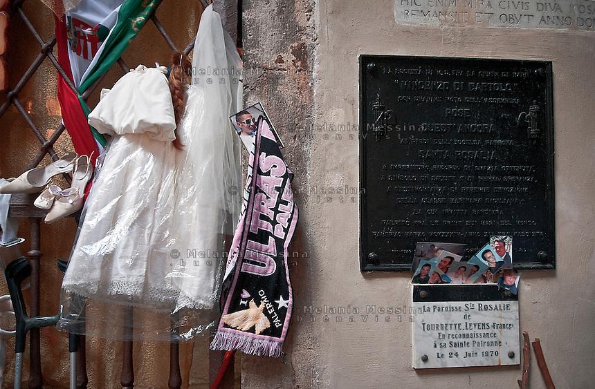 Palermo, sanctuary of Saint Rosalia: offering, letters to the Saint asking for solving problems or fullfillment of needs and desires as well as thanks for the received favour .<br /> Palermo, santuario di Santa Rosalia: offerte e richieste di aiuto alla santa, nonch&egrave; ringraziamenti per la grazia ricevuta