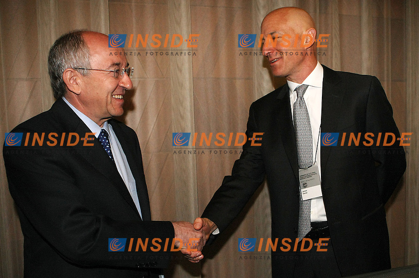 Madrid 11/5/2010.Miguel Angel Fernandez Ordonez governor of the bank of Spain and the economist James Daniel during press conference.Il governatore della Banca di Spagna Miguel Angel Ordonez.(Acero/ALTERPHOTOS/Insidefoto)