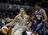 San Antonio's Becky Hammon (25) runs around Washington's Alana Beard (20) during the WNBA game between the San Antonio Silver Stars and the Washington Mystics, June 6, 2008, at the AT&T Center, San Antonio, Texas. San Antonio won 63 - 52. (Darren Abate/PressPhotoIntl.com)