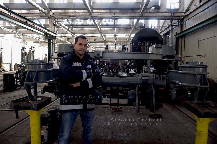 Roma 24 Febbraio 2012.I lavoratori della Rsi Italia SpA (Rail Service Italia, ex Wagons Lits), in Cassa Integrazione straordinaria da 6 mesi hanno occupato la fabbrica di via Umberto Partini a Roma. Sono 59 operai (33 metalmeccanici, 26 dei trasporti), addetti alla manutenzione dei Treni Notte..Giampiero, operaio specializzato..Workers at the Rsi Italy SpA (Italy Rail Service, former Wagons Lits), extraordinary layoff from 6 months have occupied the factory in via Umberto Partini in Rome. We are 59 workers (33 metalworkers, 26 transport), Night Train maintenance workers. Rome, Italy 24th of February 2012