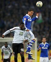 FUSSBALL   1. BUNDESLIGA   SAISON 2011/2012    9. SPIELTAG FC Schalke 04  - 1. FC Kaiserslautern                      15.10.2011 Richard SUKUTA-PASU (re, Kaiserslautern) gegen Jermaine JONES (re, Schalke)