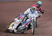Heat 2 - Danny Bird (Red) of Reading leads Leigh Lanham (Green) of Lakeside - Reading Bulldogs vs Lakeside Hammers at Reading - 23/04/07 - MANDATORY CREDIT: TGSPHOTO