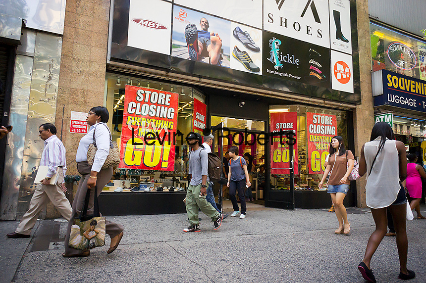 A shoe store in Herald Square in Manhattan in New York on Thursday, August 2, 2012 announces that it is soon going out of business. (© Richard B. Levine)
