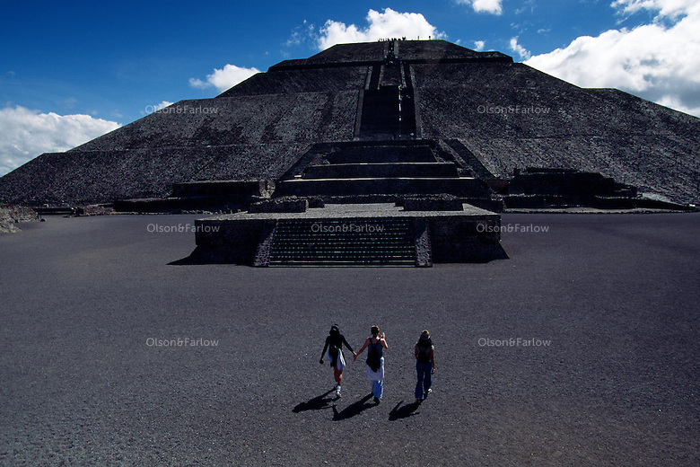 Tree tourists at Pyramid of the Sun and Moon at Teotihuacan Aztec site. Northeast of Mexico City is the archeological attraction Piradmides del Sol des la Luna (Pyramids of the Sun and Moon). Teotihuacan was Mexico's biggest ancient city and pre-Hispanic empire with perhaps 200,000 people at its peak. <br /> <br /> A grid plan was used--centuries after its fall; it was still a pilgrimage site for Aztec royalty who believed the dogs had sacrificed themselves here to start the sun moving.<br /> <br /> 248 steps lead up to the Pyramid of the Sun (the third largest in the world). Built around 100 AD and rebuilt in 1908, it's base is 222 sq. meters and over 70 meters high.