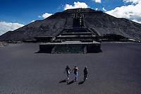 Tree tourists at Pyramid of the Sun and Moon at Teotihuacan Aztec site. Northeast of Mexico City is the archeological attraction Piradmides del Sol des la Luna (Pyramids of the Sun and Moon). Teotihuacan was Mexico's biggest ancient city and pre-Hispanic empire with perhaps 200,000 people at its peak. <br />